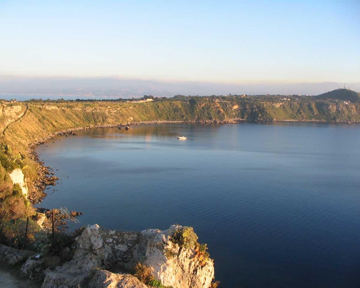 Milazzo - Noleggia il tuo yacht di lusso e scopri l'itinerario da Capo Vaticano a a Milazzo. Con Yacht Rent esplora le meraviglie del Mediterraneo