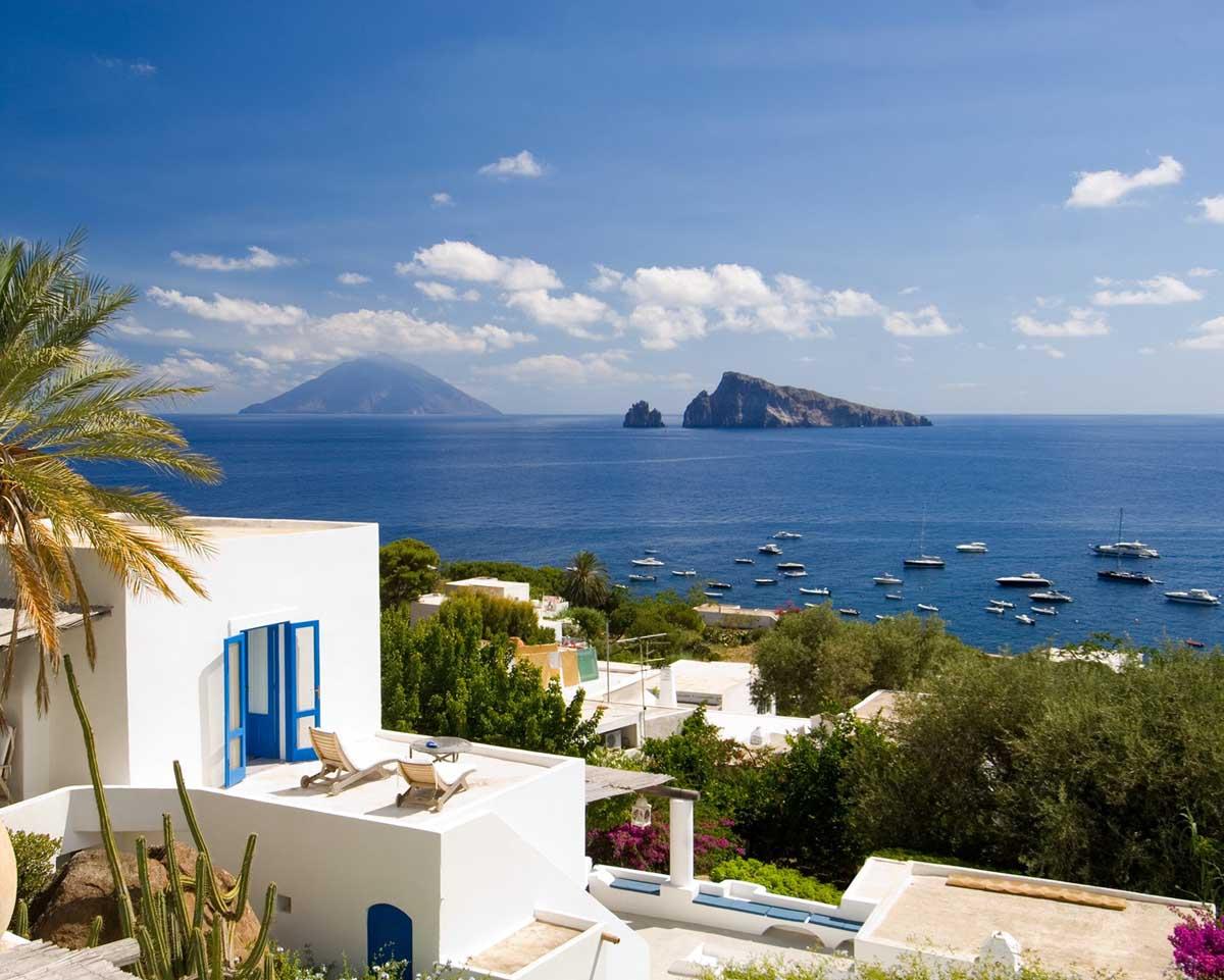 Panarea- Noleggia il tuo yacht di lusso e scopri l'itinerario da Capo Vaticano a Panarea. Con Yacht Rent rendi indimenticabile la tua vacanza.