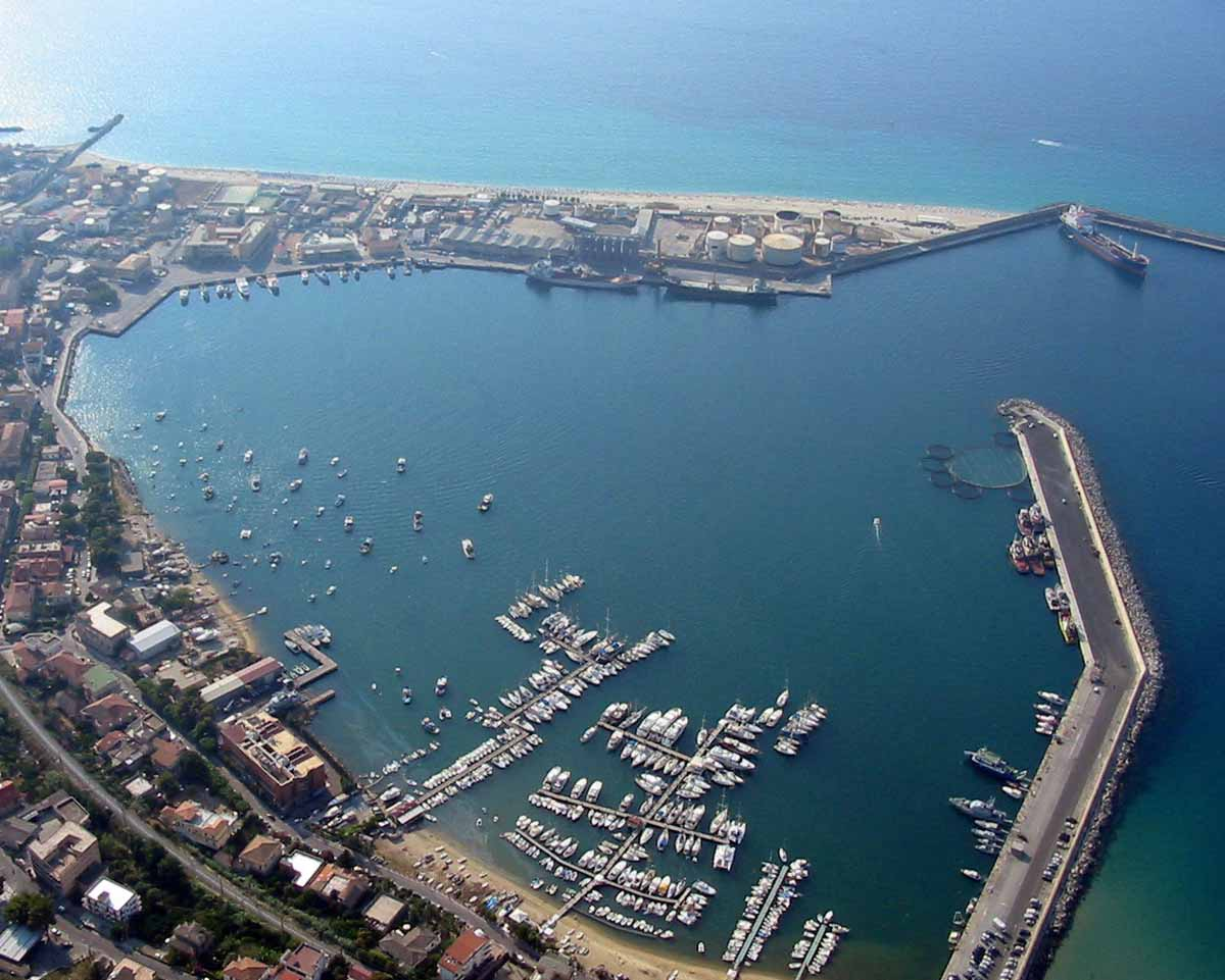 Porto di Vibo Valentia Marina che gode del primato della sede di Capitaneria di Porto- Guarda Costiera tra le più grandi d'Italia